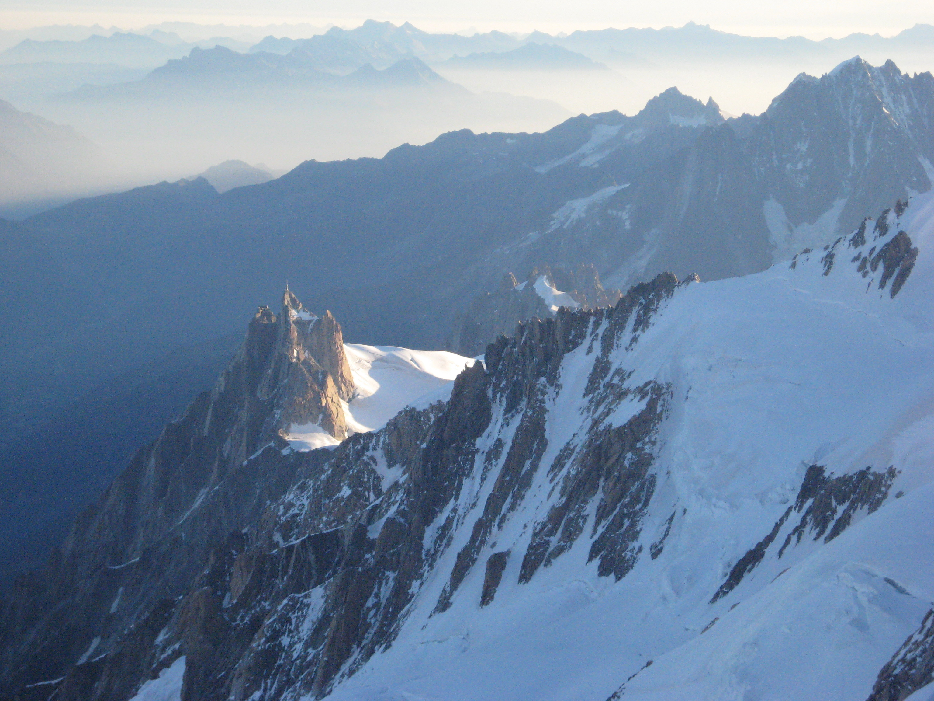 Aiguille du Medi sett fra Gouter ridge