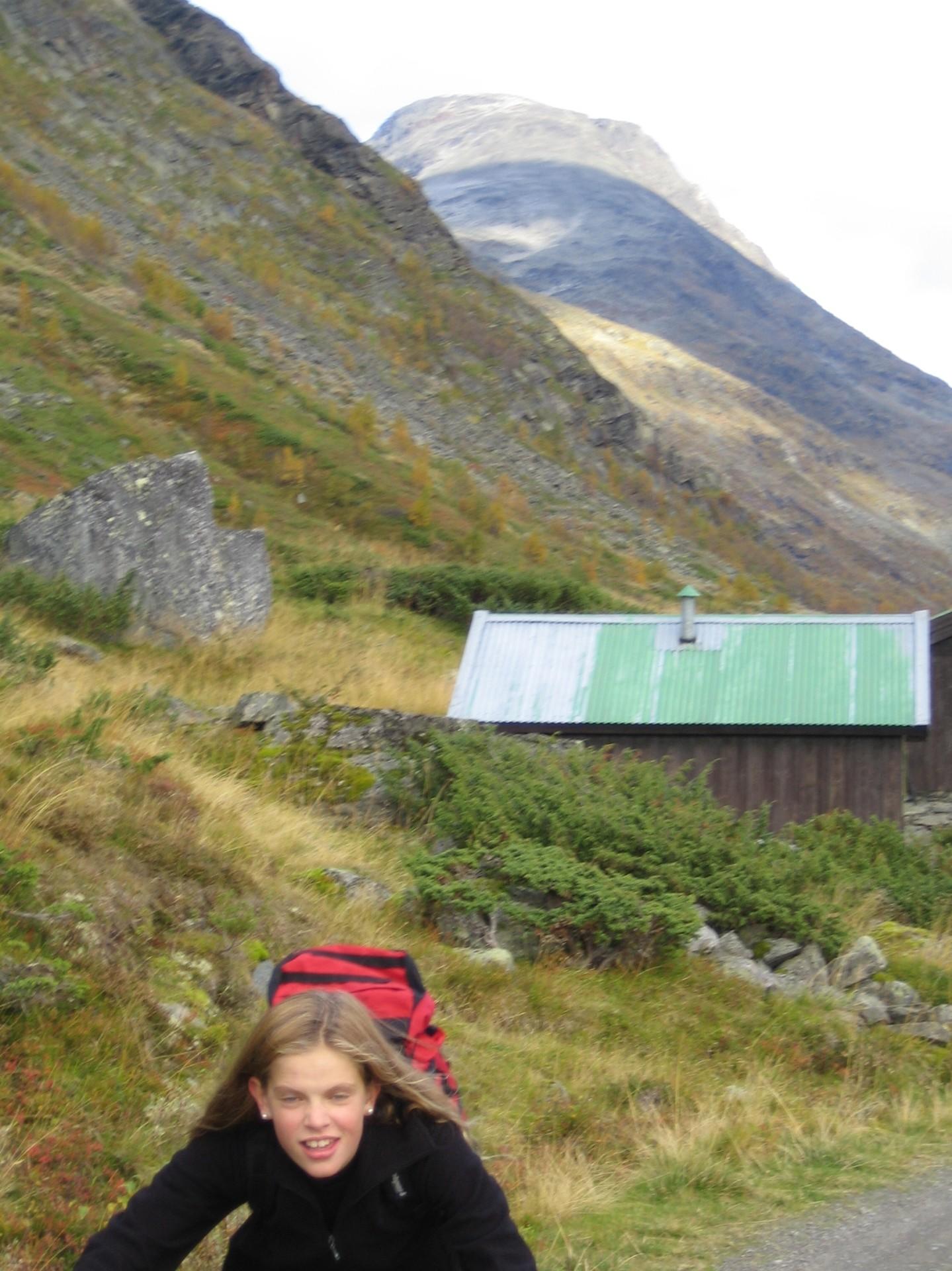 Anna med Fanarokken i bakgrunnen