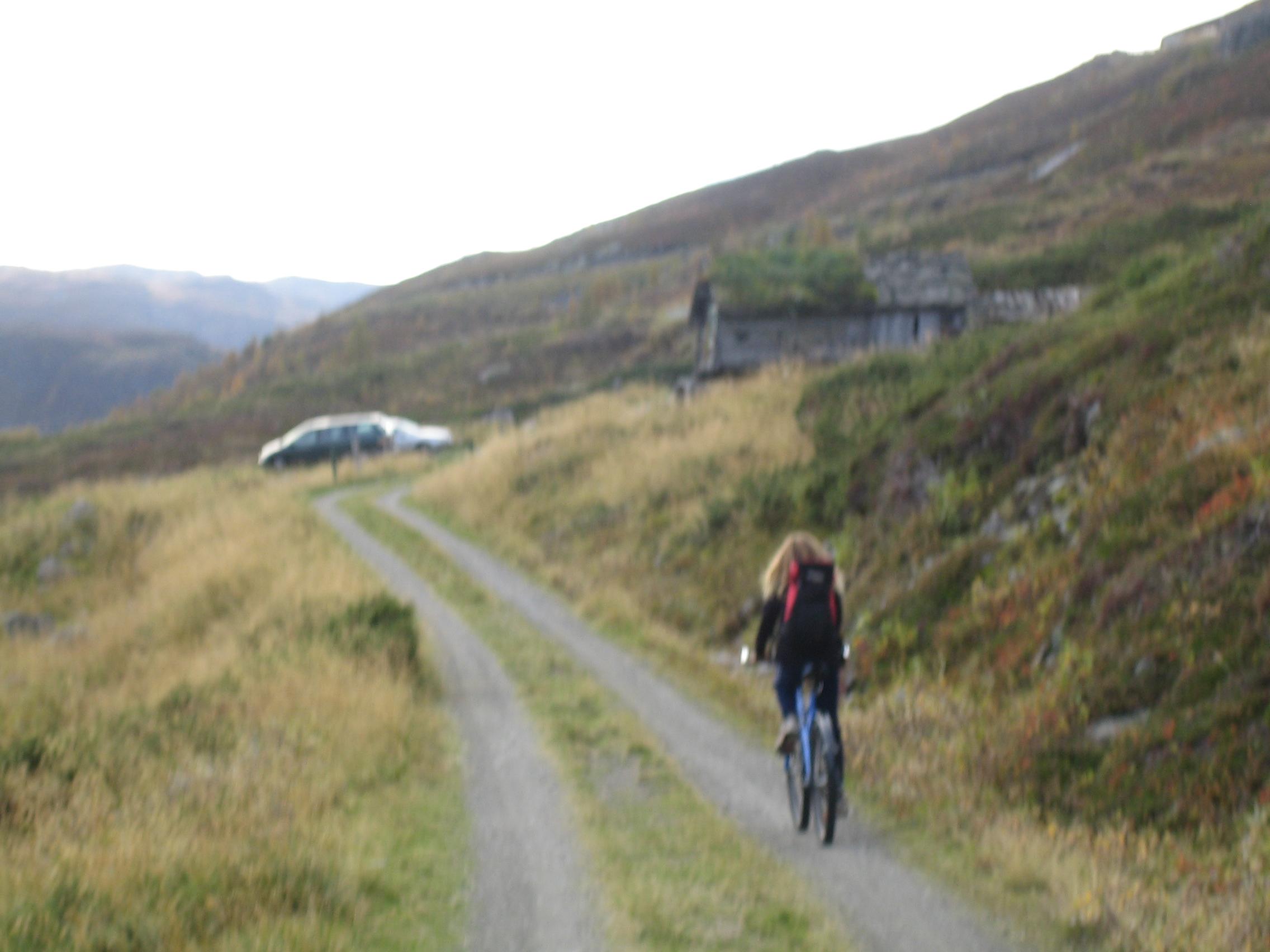 På sykkel ut Helgedalen